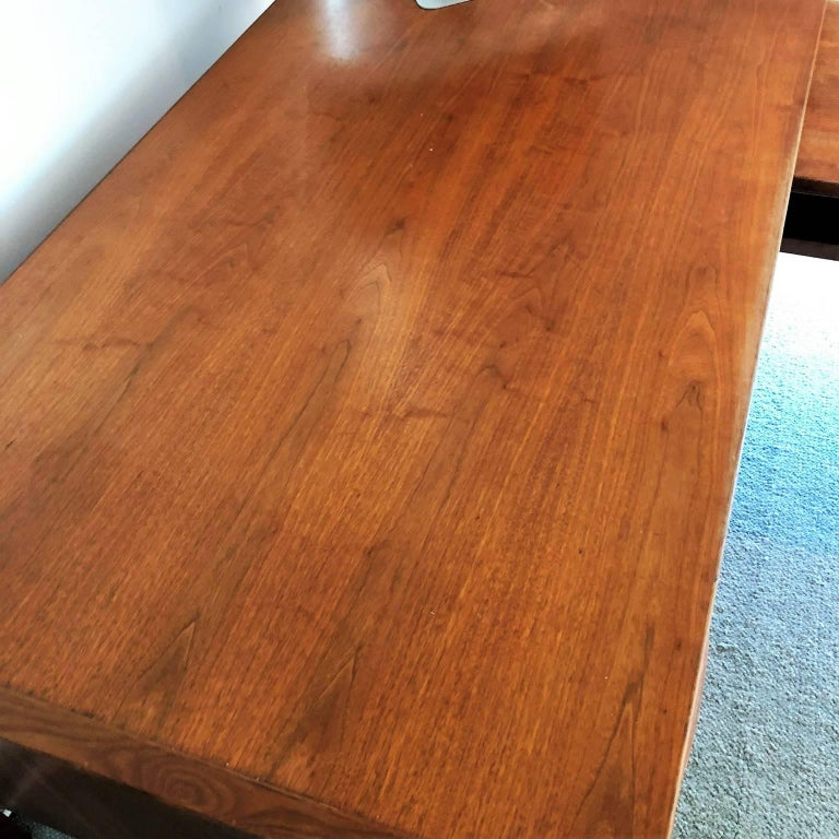 Mid-Century Modern Desk with a Side Extension by Jens Risom For Sale 1
