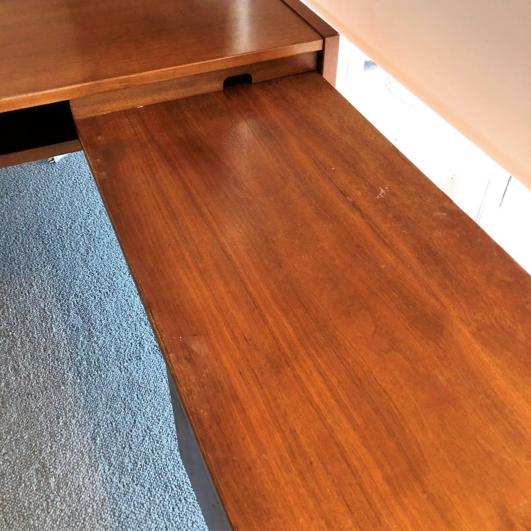 Mid-Century Modern Desk with a Side Extension by Jens Risom For Sale 2