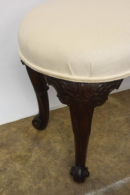 Queen Anne 19th Century Mahogany English Seat kidney- shaped For Sale