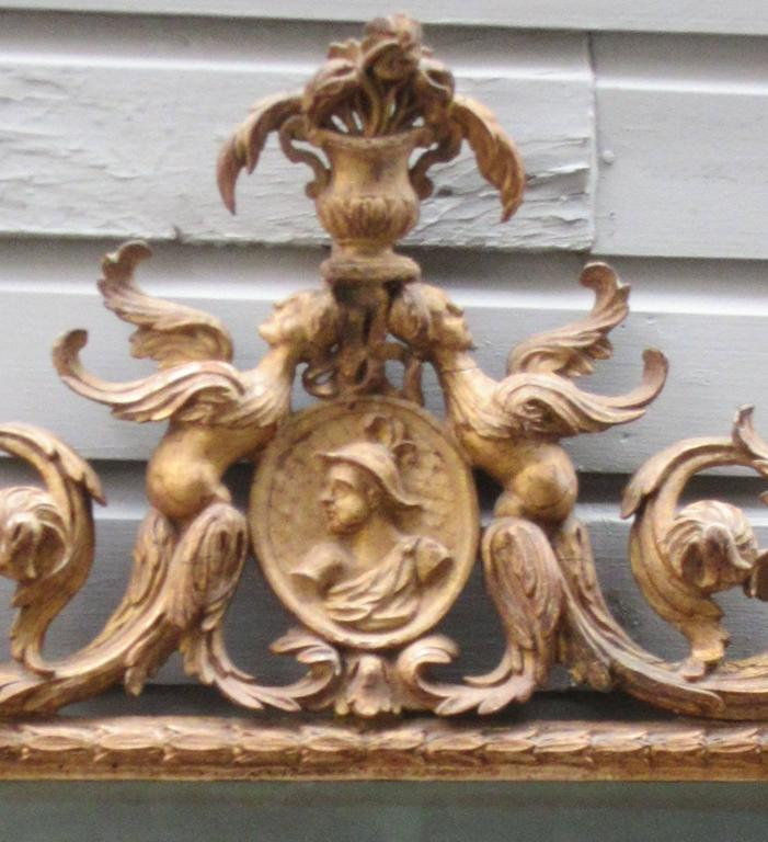 Carved 18th Century Italian Venetian Rococo Giltwood Mirror with Chinoiserie Details For Sale