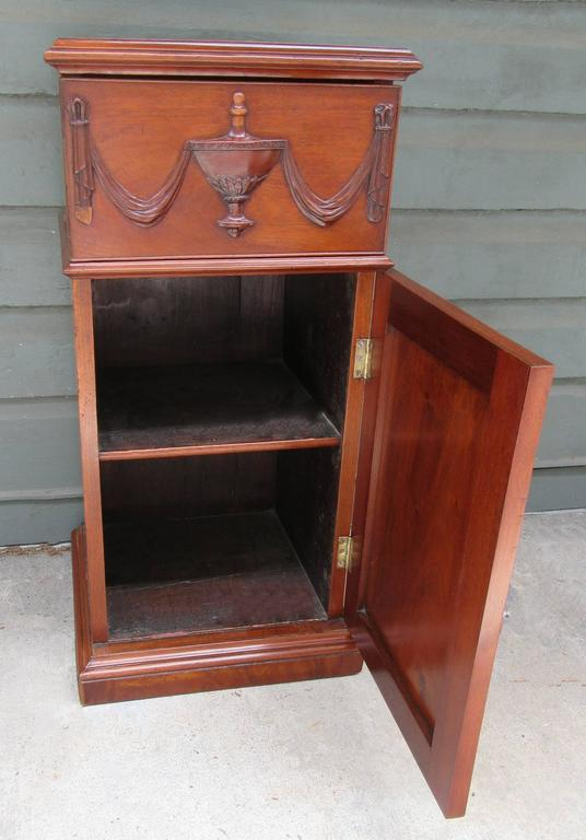 Early 19th Century English Regency Mahogany Pedestal Cabinet with Urn Carving For Sale 3