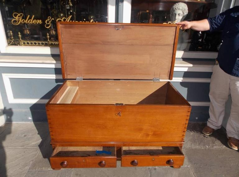 American Chippendale Walnut Exposed Dovetail Blanket Chest, Circa 1770 In Excellent Condition For Sale In Charleston, SC
