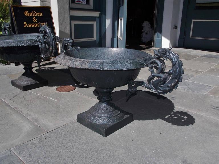 Pair of American Cast Iron and Painted Garden Planters, Circa 1825 In Excellent Condition For Sale In Charleston, SC
