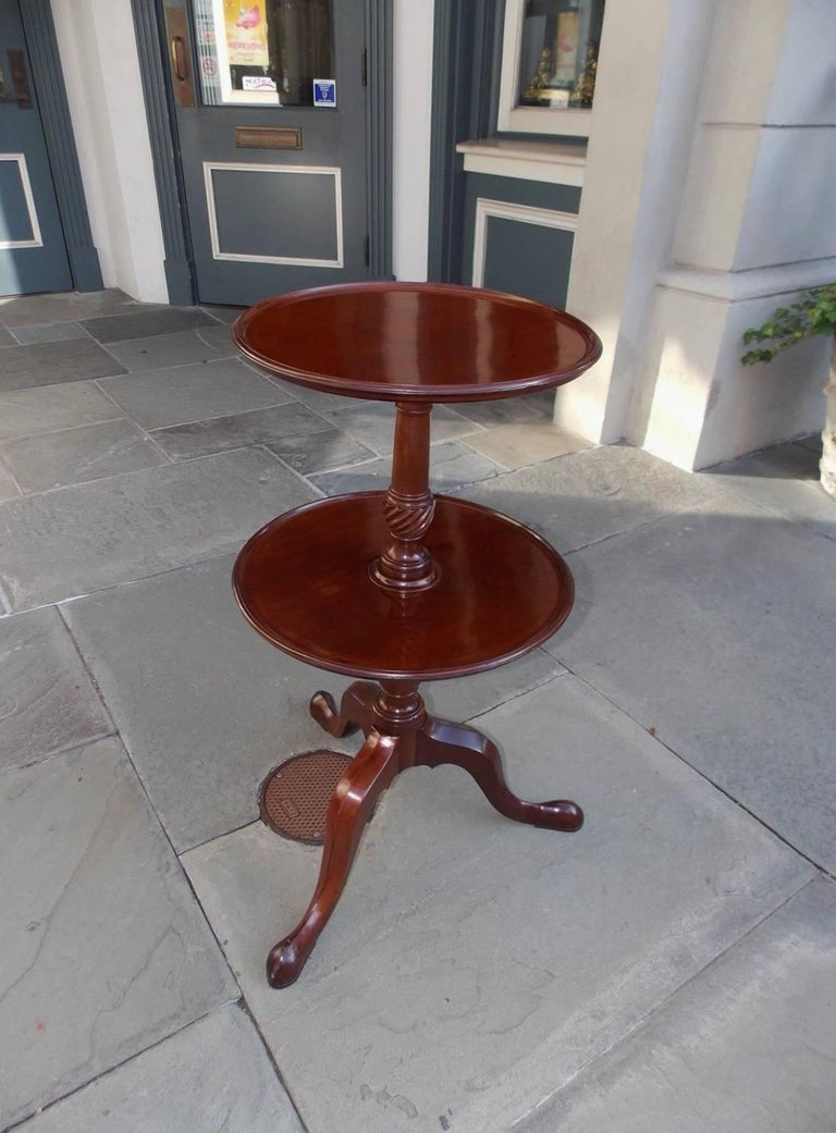English Chippendale mahogany two-tiered dish top dumb waiter with a carved turned bulbous spiral centered column and terminating on tripod legs with stylized slipper feet, Late 18th century.