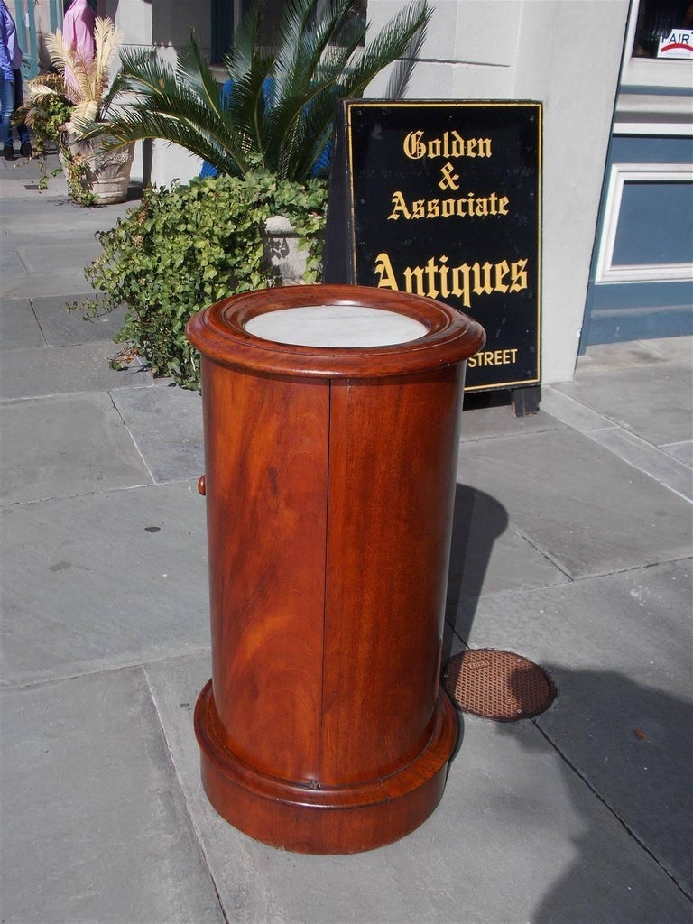 Hand-Carved English Regency Mahogany and Marble-Top Pedestal Commode, Circa 1820 For Sale