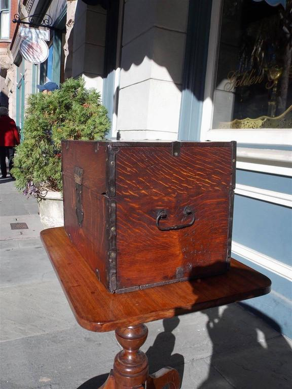 English Oak Liquor Bottle Traveling Case, Circa 1780 In Excellent Condition For Sale In Charleston, SC