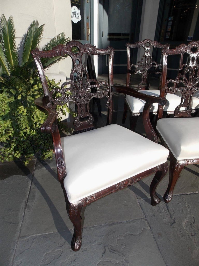 Mid-18th Century Set of Eight English Chippendale Mahogany Dining Room Chairs, Circa 1760 For Sale