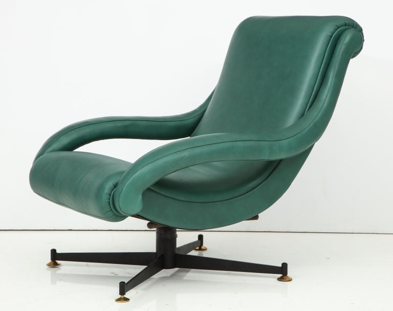 European Pair of Italian Lounge Chairs in Gucci Green Leather by Radice, circa 1950 For Sale