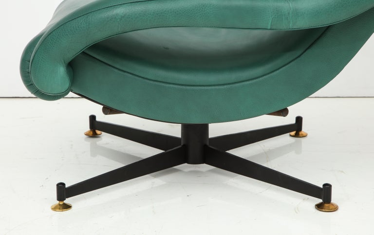 20th Century Pair of Italian Lounge Chairs in Gucci Green Leather by Radice, circa 1950 For Sale