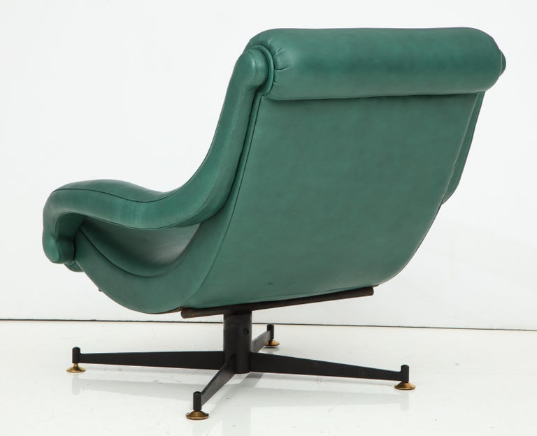 Pair of Italian Lounge Chairs in Gucci Green Leather by Radice, circa 1950 For Sale 3