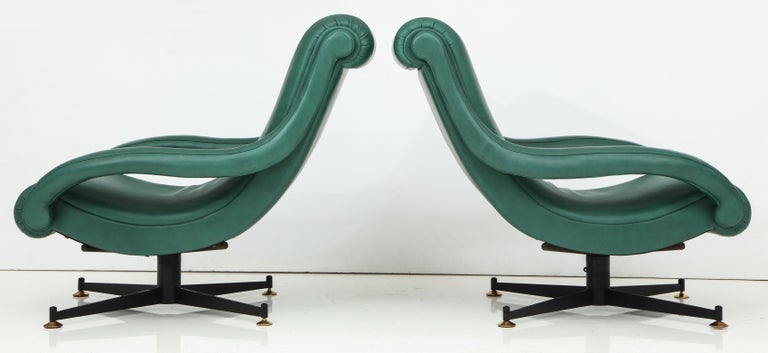 Pair of Italian Lounge Chairs in Gucci Green Leather by Radice, circa 1950 For Sale 6