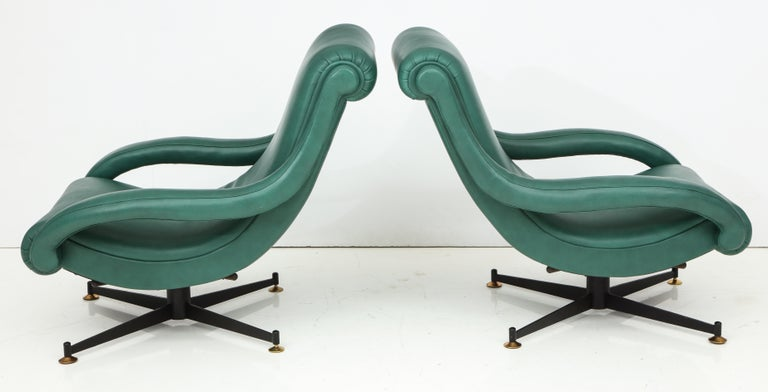 Pair of Italian Lounge Chairs in Gucci Green Leather by Radice, circa 1950 For Sale 5