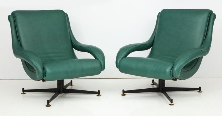 Pair of Italian Lounge Chairs in Gucci Green Leather by Radice, circa 1950 For Sale 2