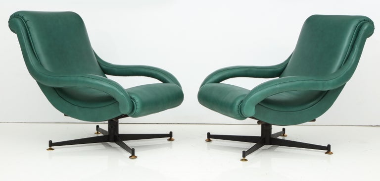Pair of Italian Lounge Chairs in Gucci Green Leather by Radice, circa 1950 For Sale 7