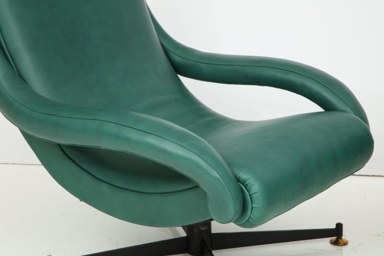 Pair of Italian Lounge Chairs in Gucci Green Leather by Radice, circa 1950 For Sale 8