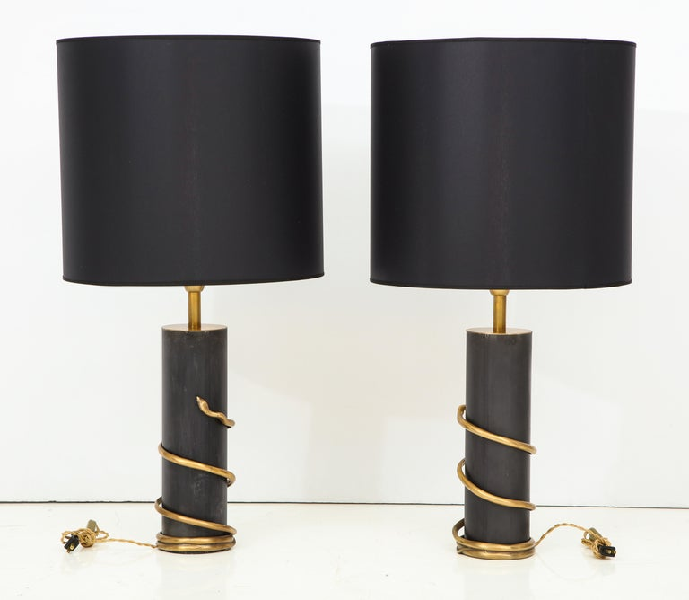 Rare Pair of Tall Italian Black Metal and Brass Snake Lamps, circa 1970 For Sale 3