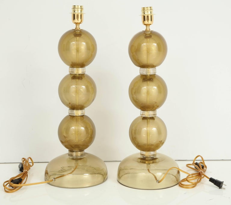 Magnificent Pair of Italian Murano Glass Lamps in 23-Karat Gold For Sale 4