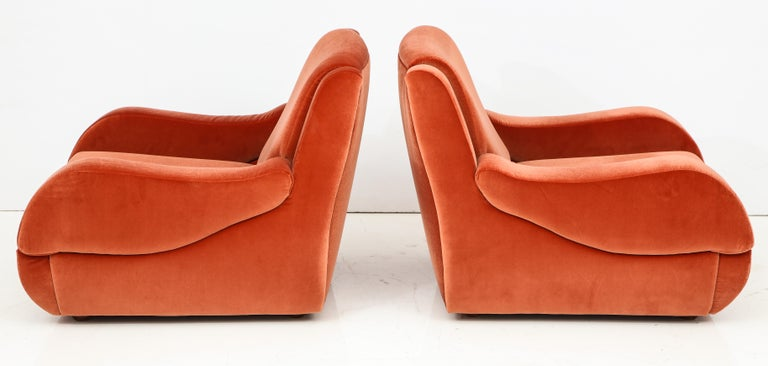 Pair of 1960s Ico Parisi Style Sculptural Italian Lounge Chairs in Rust Velvet In Good Condition For Sale In New York, NY