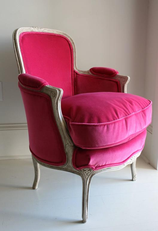 19th Century Louis XV Bergere Chair in Fuchsia Velvet 2