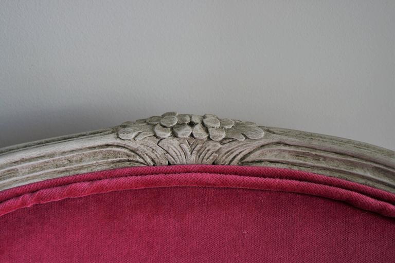 19th Century Louis XV Bergere Chair in Fuchsia Velvet For Sale 1