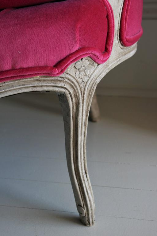 19th Century Louis XV Bergere Chair in Fuchsia Velvet 8