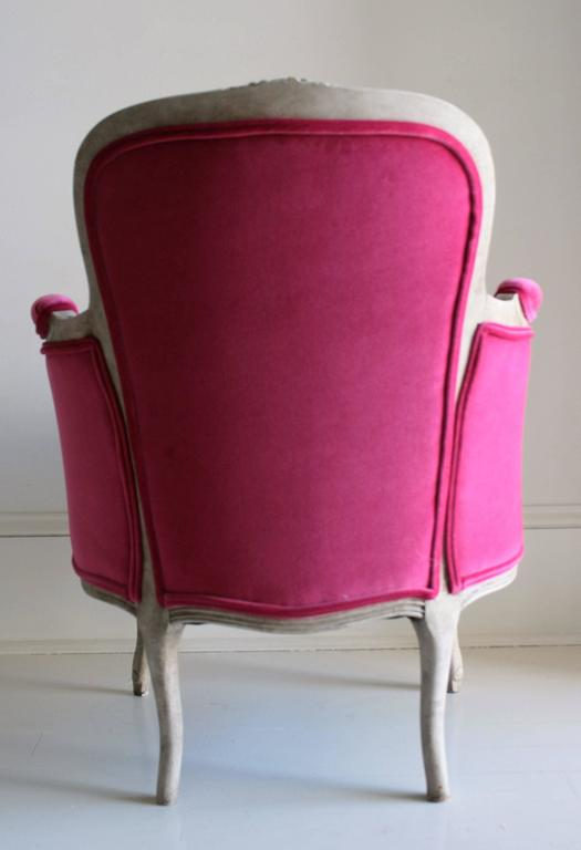 19th Century Louis XV Bergere Chair in Fuchsia Velvet 9