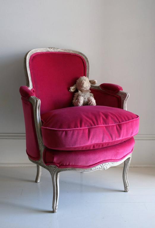 19th Century Louis XV Bergere Chair in Fuchsia Velvet 10