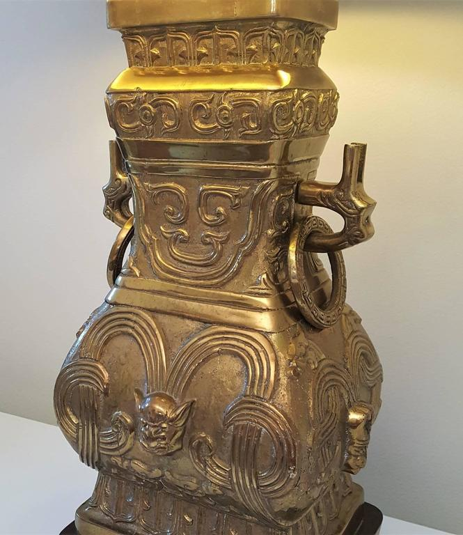 Pair of Impressive Bronze Brass Chinese Chinoiserie Urn Table Lamps For Sale 2
