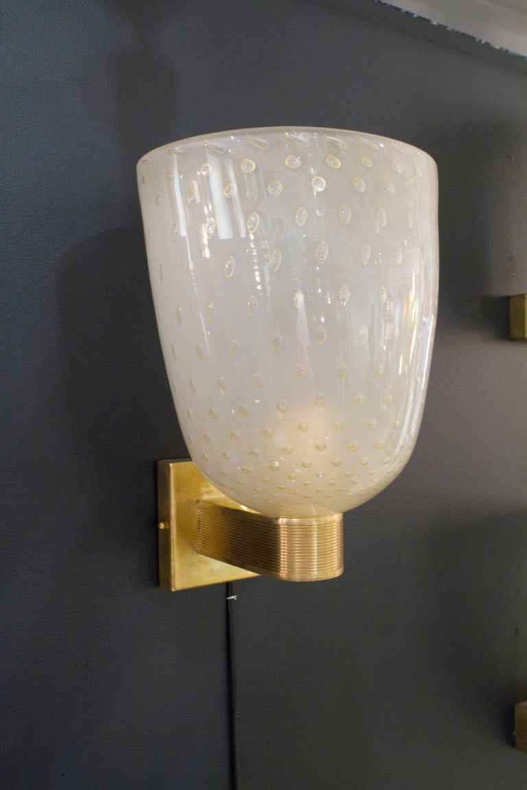 Hand-Crafted Pair of Italian Ivory and Gold Flecked Murano Glass and Brass Sconces For Sale
