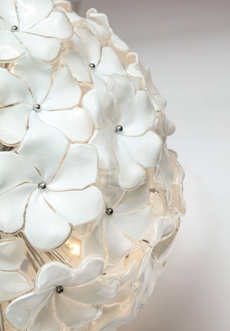 20th Century Italian Mid-Century Modern Murano Glass White Floral Sputnik or Globe Chandelier For Sale