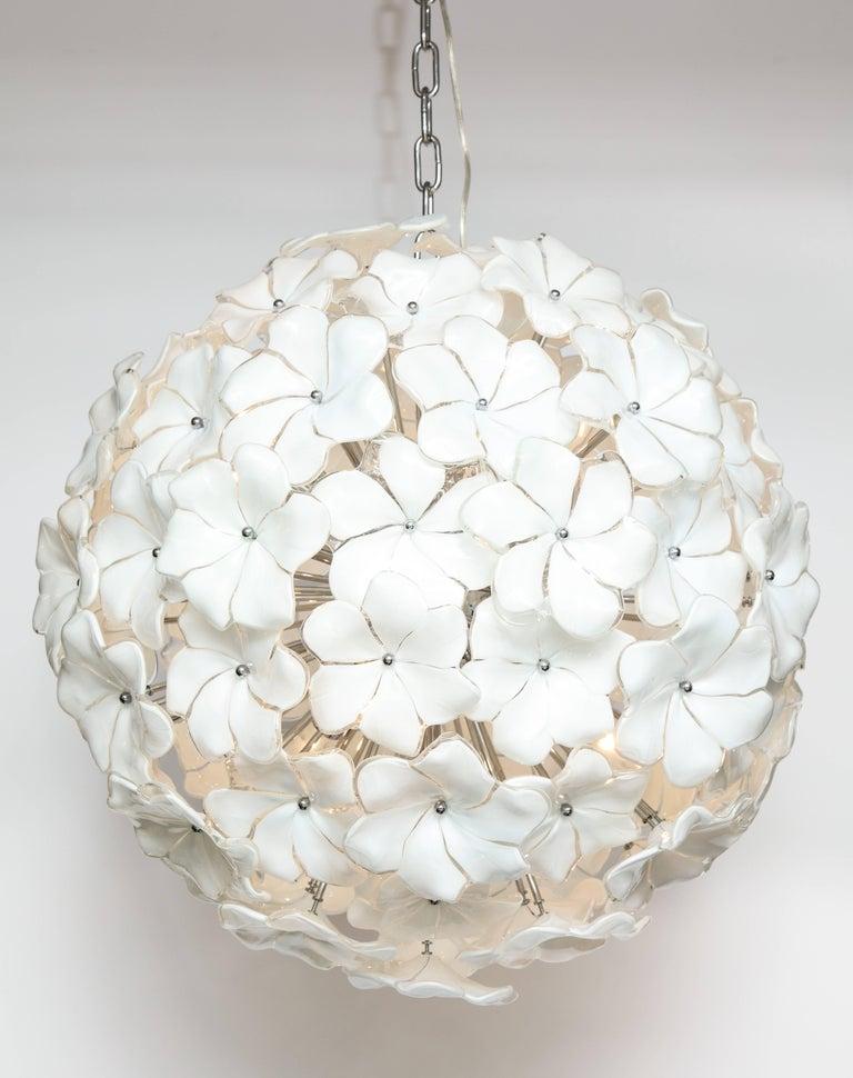 Italian Mid-Century Modern Murano Glass White Floral Sputnik or Globe Chandelier For Sale 1