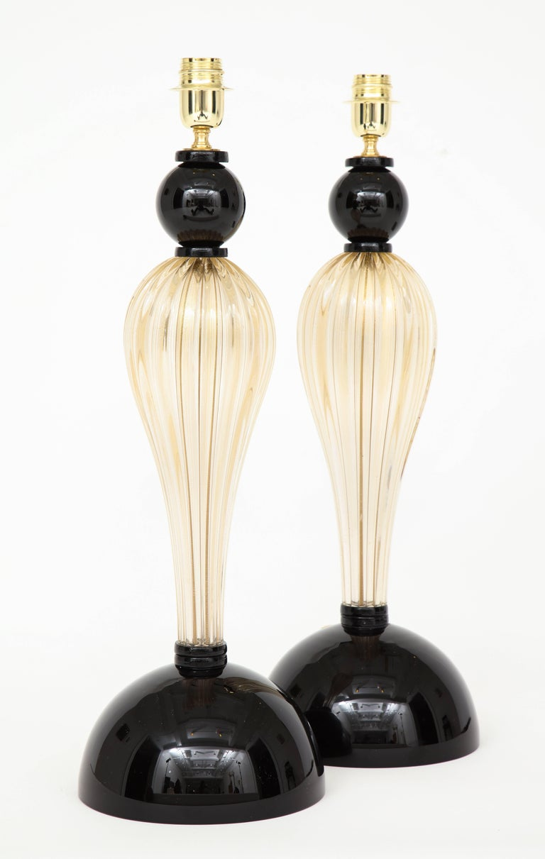 Pair of Tall Italian Gold and Black Murano Glass Lamps, Signed In Excellent Condition For Sale In New York, NY