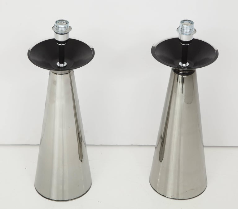 Pair of truly rare vintage Italian silver colored Murano mercury glass lamps. Handblown Murano glass base has a tuxedo neck with black contrast. Absolutely a unique piece of Italian art signed by the glass master himself, Alberto Dona Measurement