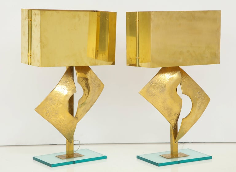 Exquisite Pair of Large Italian All Brass Sculptural Lamps In Excellent Condition For Sale In New York, NY