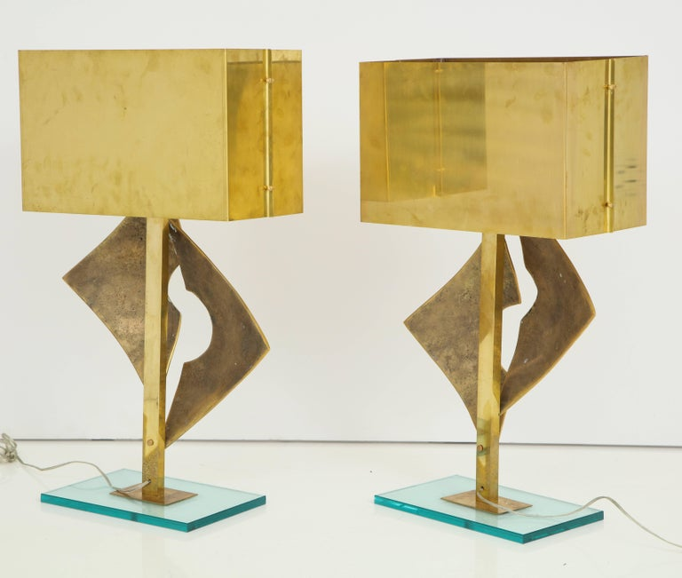 Exquisite Pair of Large Italian All Brass Sculptural Lamps For Sale 3