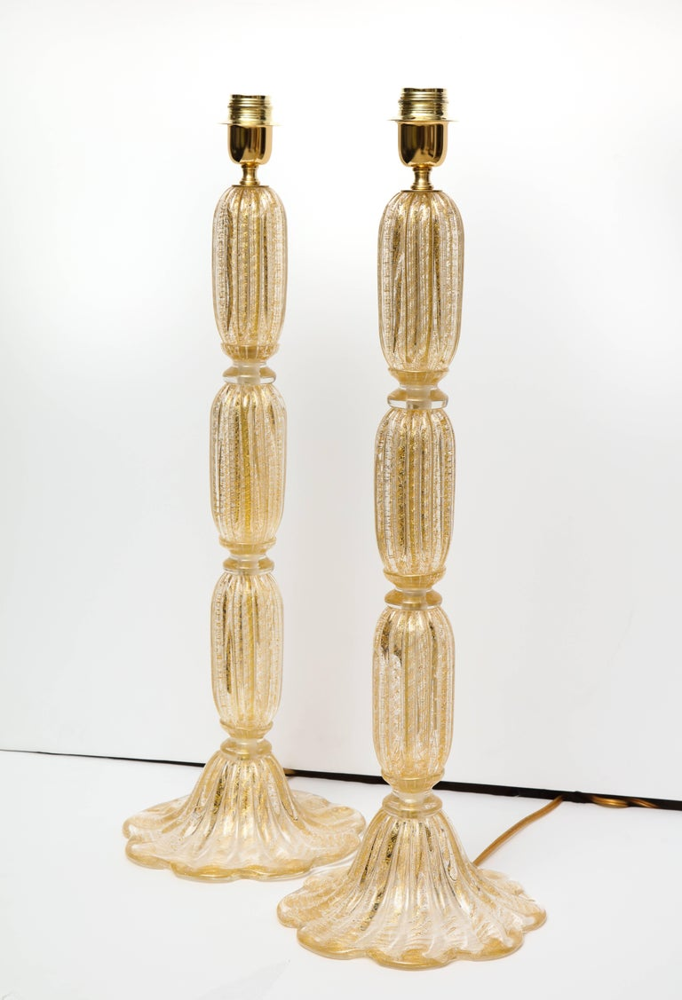 Hand-Crafted Tall Pair of Seguso Style 23-Karat Speckled Gold Murano Glass Lamps, Italy For Sale