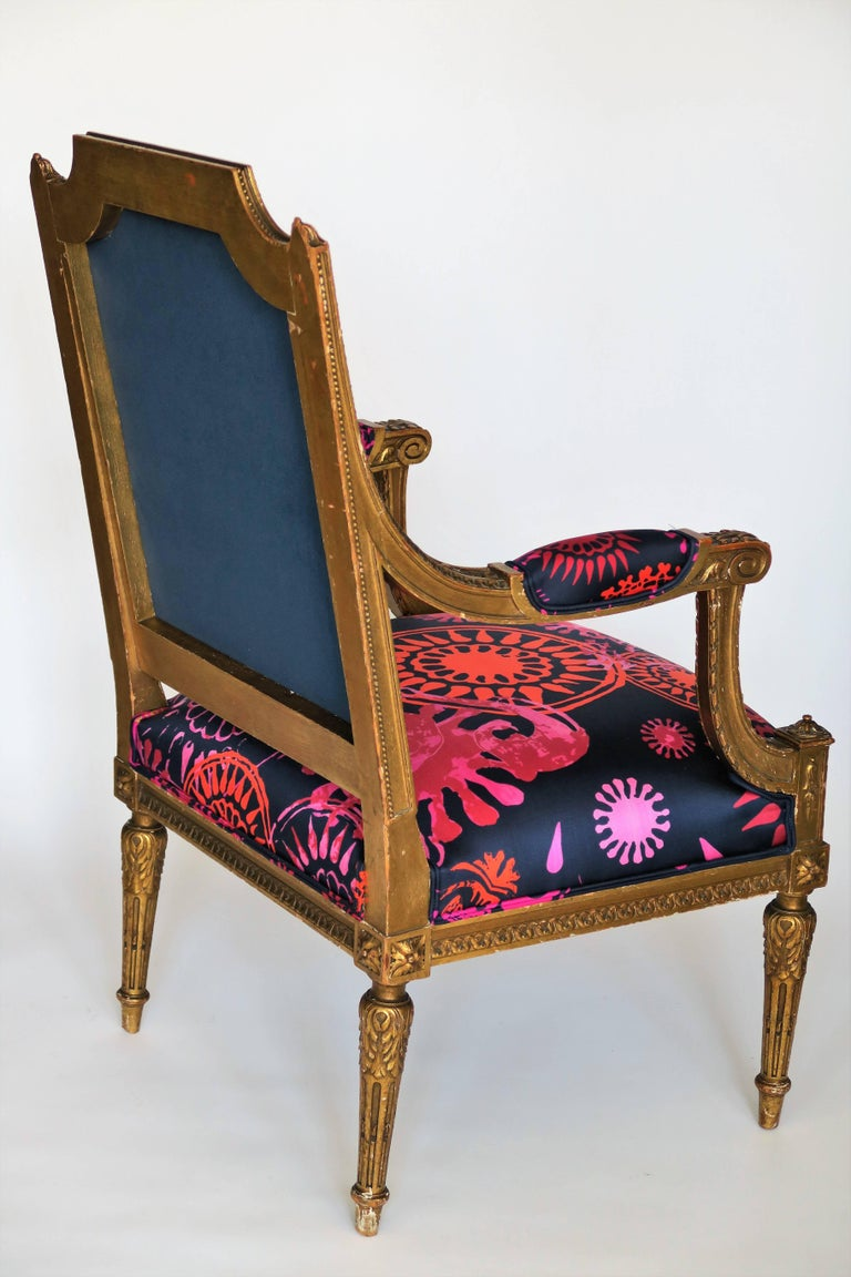 Louis XVI Style Gilded Armchair in Hand-Painted Italian Silk Fabric For Sale 1