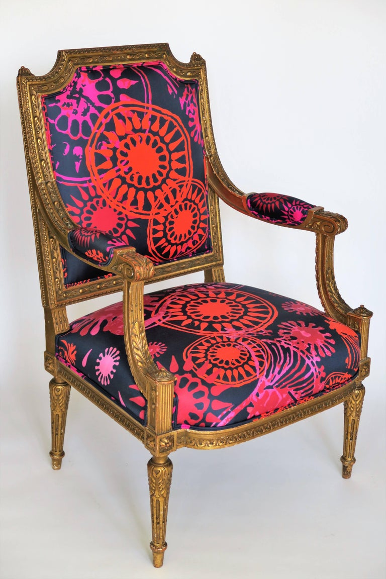 Louis XVI Style Gilded Armchair in Hand-Painted Italian Silk Fabric For Sale 2
