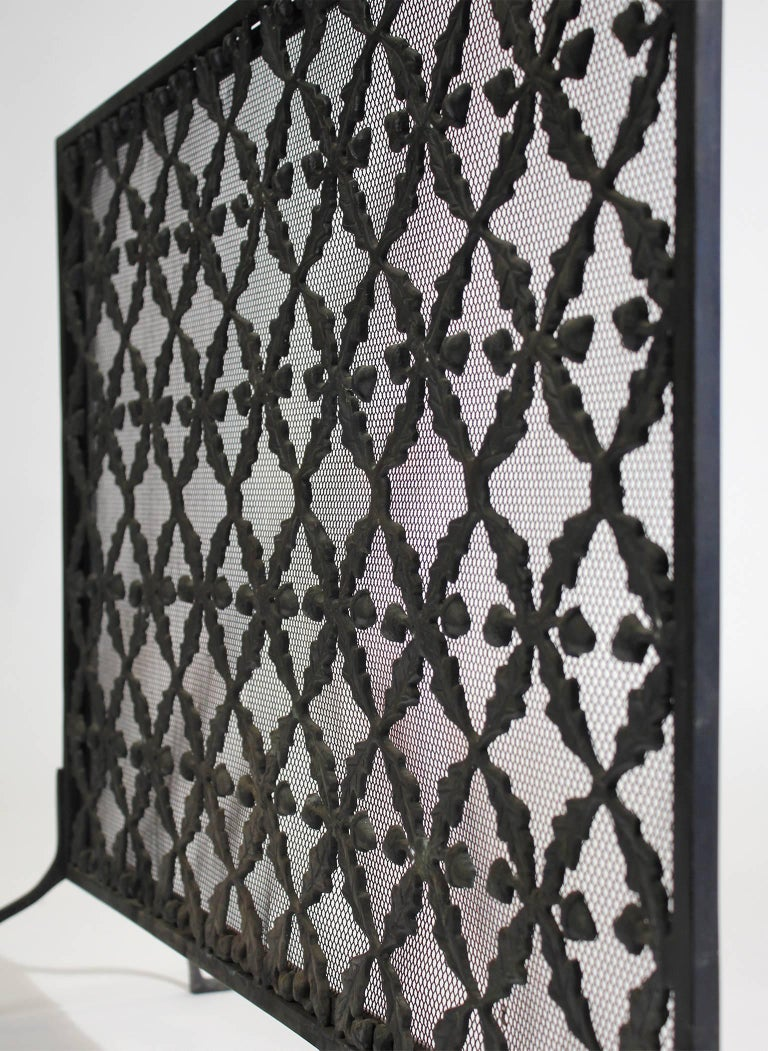 Antique Arts & Crafts/Aesthetic Movement Cast Iron Fire Screen with Acorn Motif For Sale 1