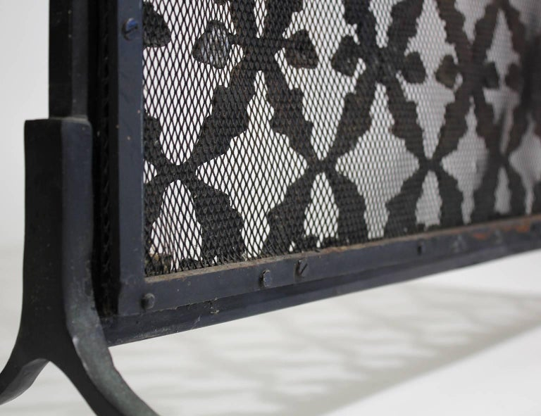 Antique Arts & Crafts/Aesthetic Movement Cast Iron Fire Screen with Acorn Motif For Sale 5