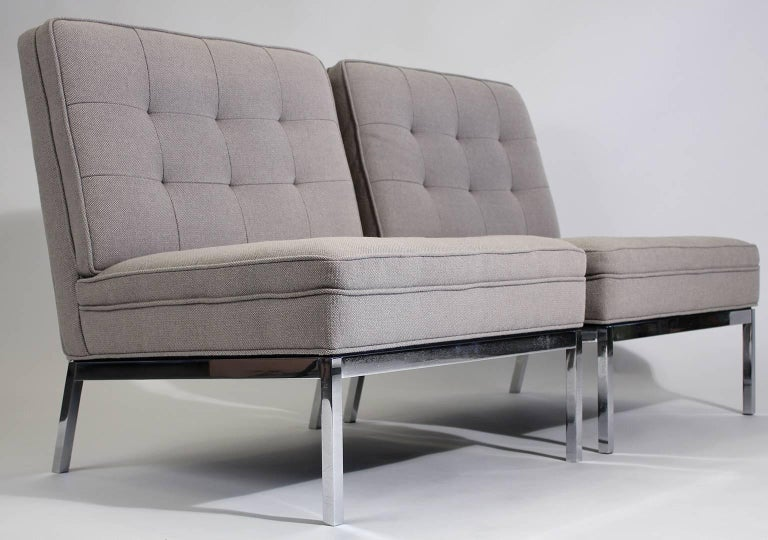 20th Century Pair of Florence Knoll Living Room Model 65 Chrome Lounge Chairs For Sale