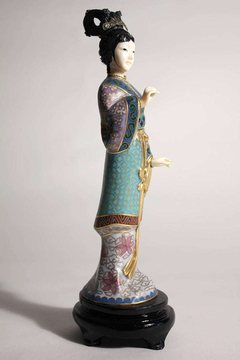 Antique Chinese Cloisonne Enameled Carved Guanyin Quan Yin Sculpture Figurine In Excellent Condition For Sale In San Diego, CA