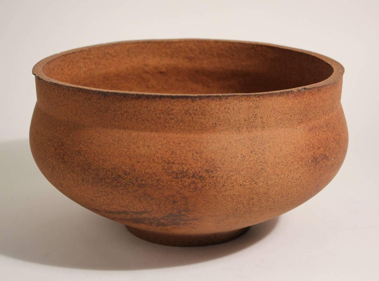 Great David Cressey Pro Artisan Architectural Pottery planter. The pot has never been planted in and has a wonderful shape and pattern. No cracks, no repairs and is original. Has not been drilled. Very tiny chips around top rim as pictured.