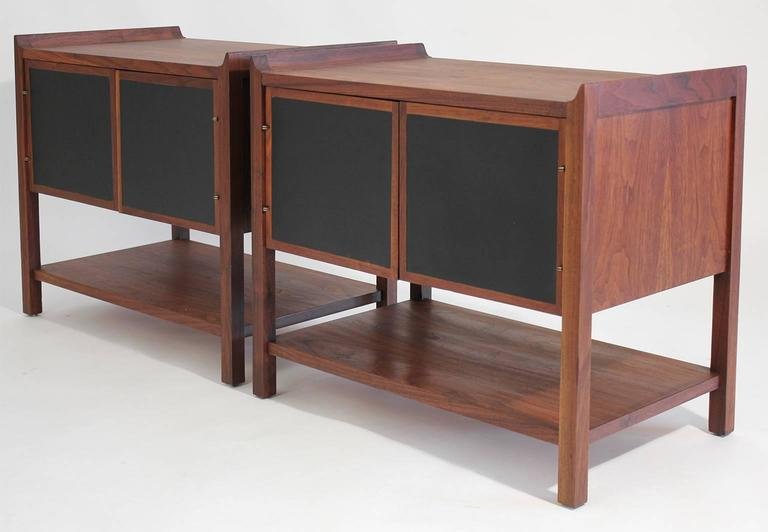 Pair of Dillingham Modernist American Walnut Nightstands End Tables In Excellent Condition For Sale In San Diego, CA