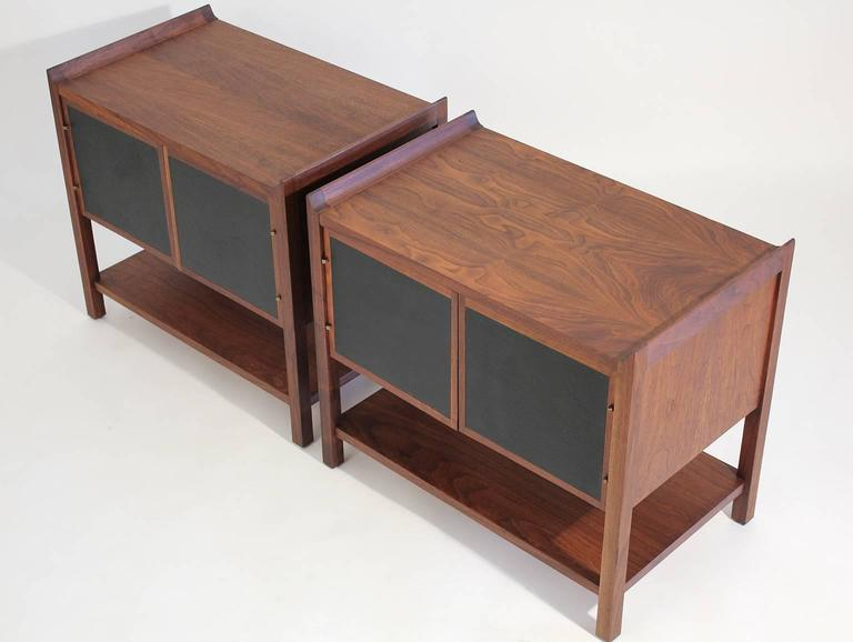 Pair of Dillingham Modernist American Walnut Nightstands End Tables For Sale 1