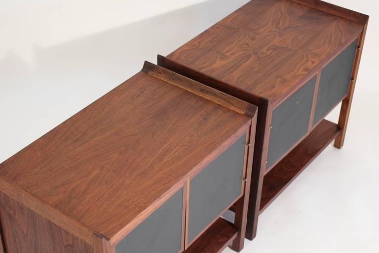 Pair of Dillingham Modernist American Walnut Nightstands End Tables For Sale 2