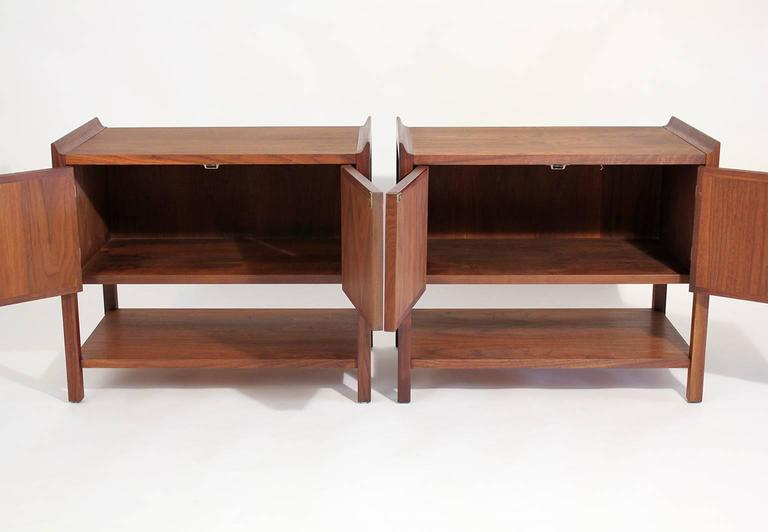 Pair of Dillingham Modernist American Walnut Nightstands End Tables For Sale 3