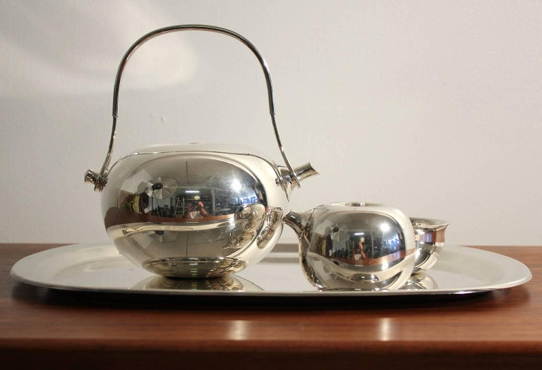 Modernist Sculptural Vivianna Torun for Dansk Silver Plate Tea Set with Tray In Excellent Condition For Sale In San Diego, CA