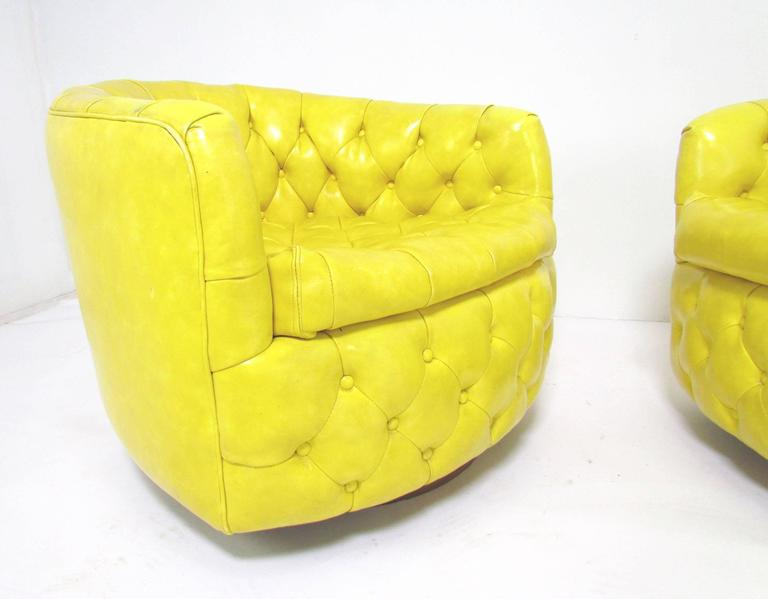 Pair of Swivel Lounge Chairs by Milo Baughman for Thayer Coggin 2