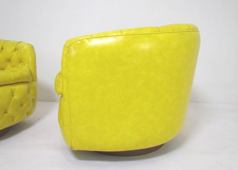 Pair of Swivel Lounge Chairs by Milo Baughman for Thayer Coggin 4